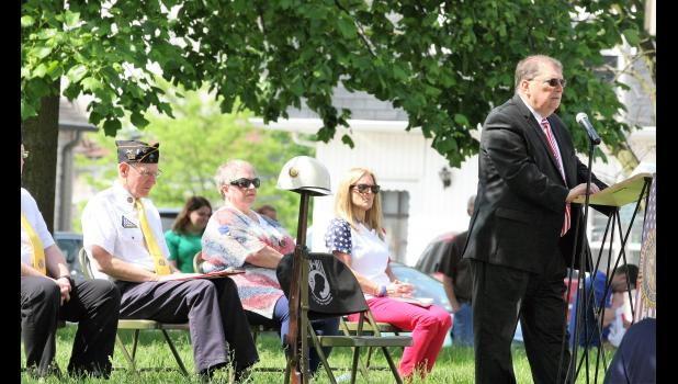 Dan Murphy addresses a large crowd that gathered for the Memorial Day service at the Pulaski County Courthouse.